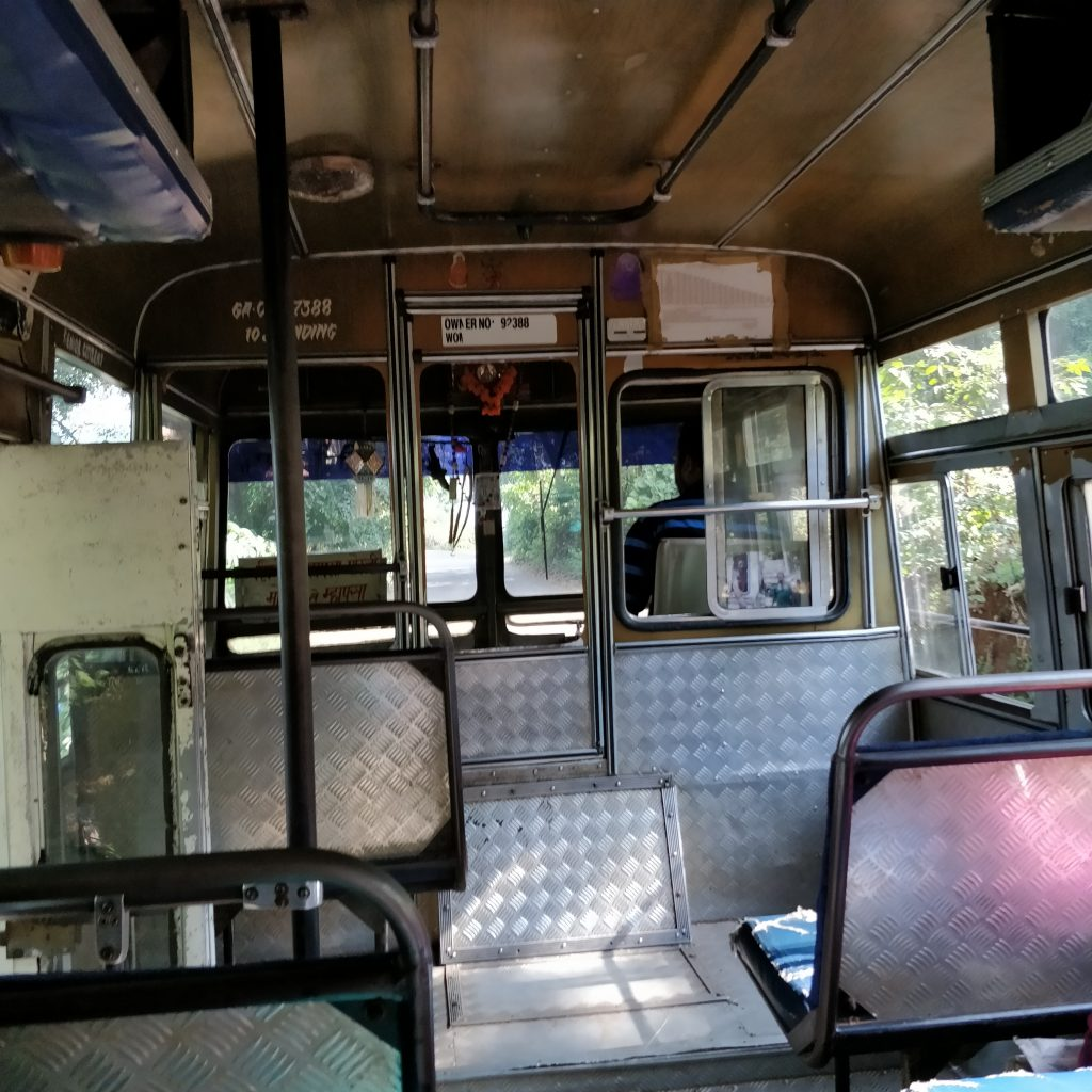 Kuzey Goa'da otobüs yolculuğu