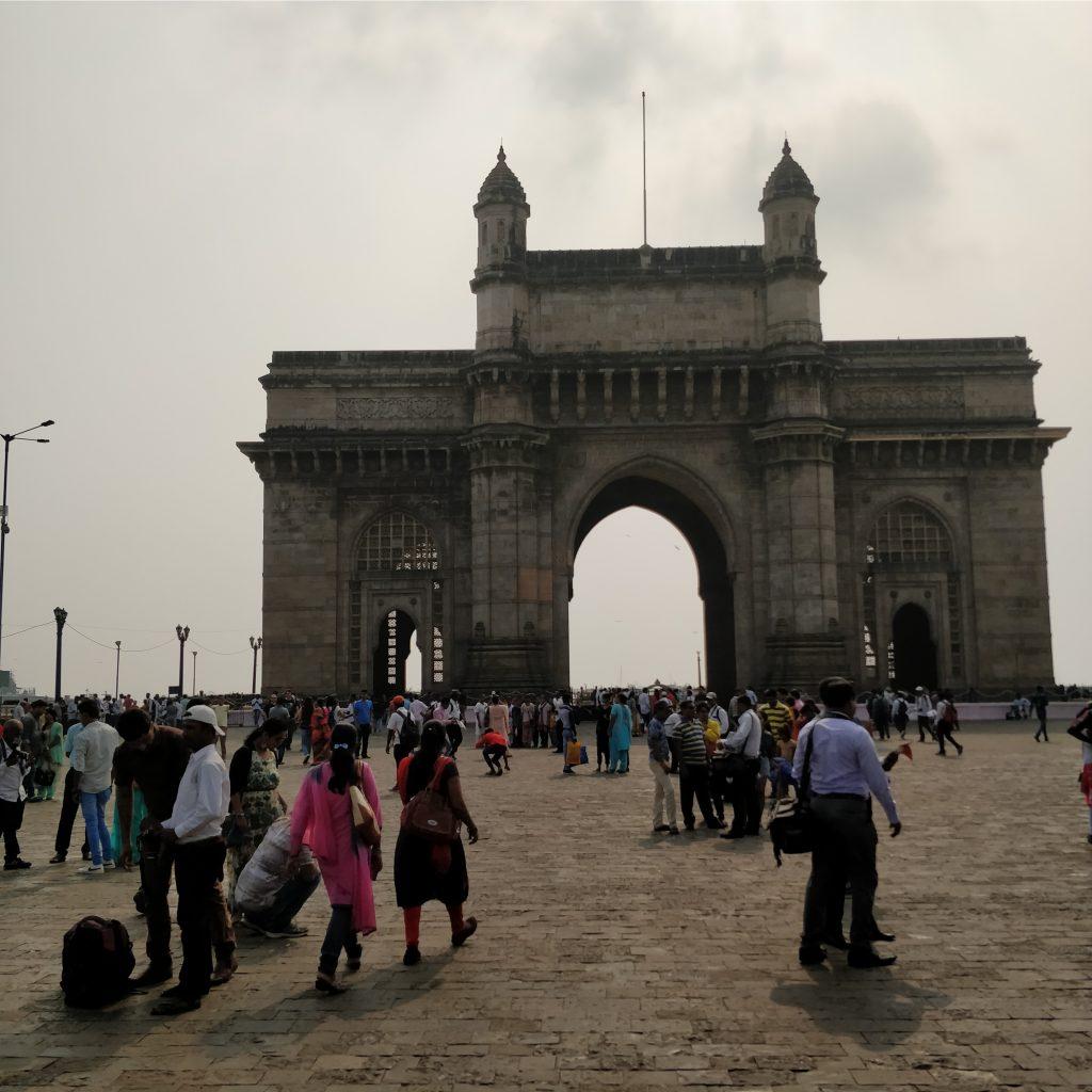 Şehrin en önemli sembollerinden; Gate of India