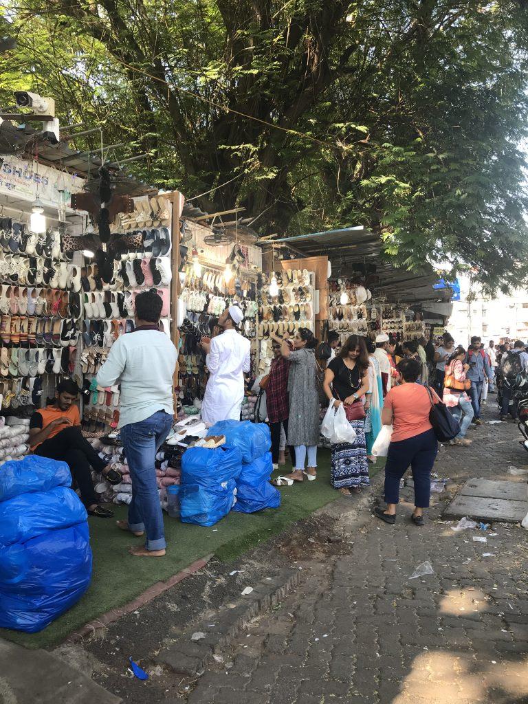 Linking Road dükkanları